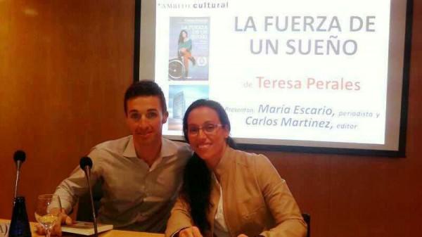 Teresa Perales en la presentación de su libro junto a integrantes de Bisontes del Cierzo